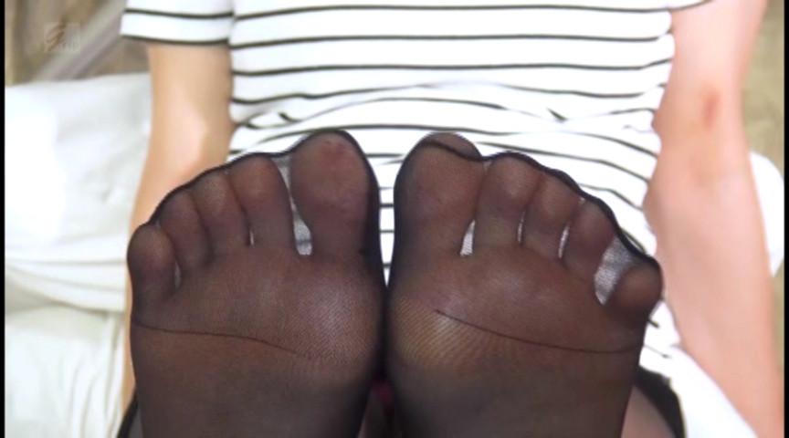 黒パンスト美脚踏み踏みナマ対戦 画像 2