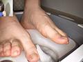 踏み踏みフードクラッシュ足指器用ガール編のサムネイルエロ画像No.3