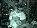 流出!!木々の中で絡み合うカップルの青姦盗...
