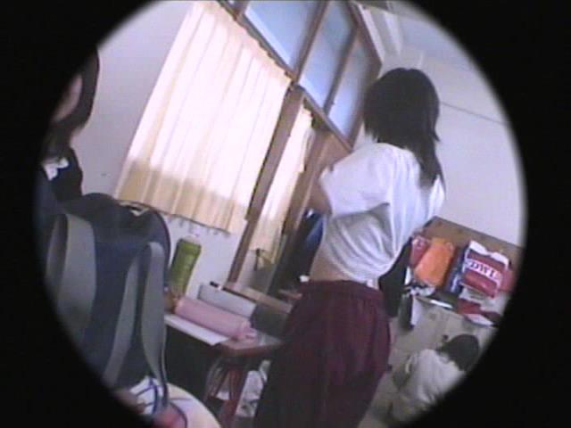 某学校の女子○生達の着替え・パンチラ映像流出!!のサンプル画像3