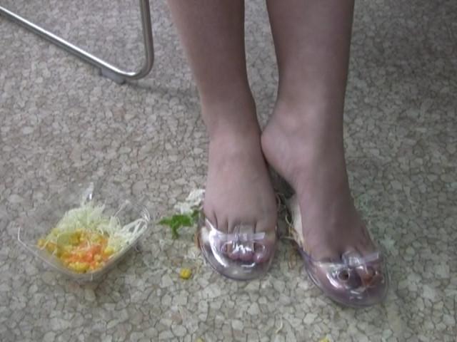 足で踏んだり食べてみたり 画像 10