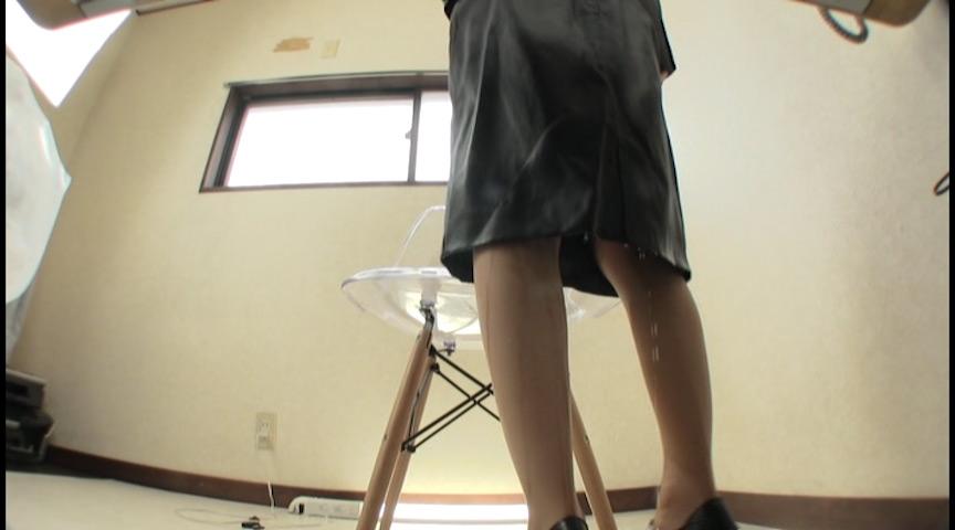 スカートが濡れゆくお漏らし 弐 画像 10