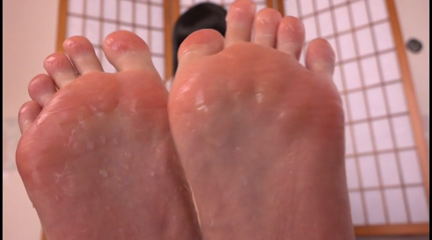 足の裏を舐めたり、触ったり、感じさせたり 画像 3