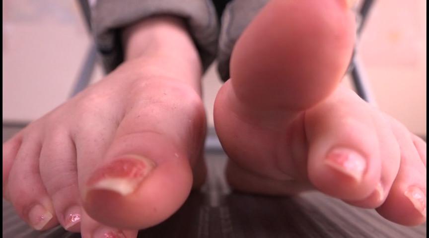足の裏を舐めたり、触ったり、感じさせたり 画像 4