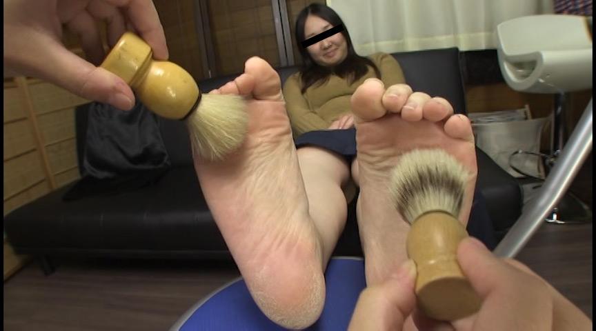 足の裏を舐めたり、触ったり、感じさせたり 画像 15