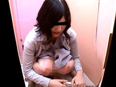 女に下剤を飲ませ排泄姿を覗いた上、ウンコを採取6