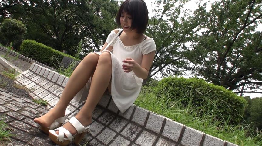 パンストムレムレ女子大生の美脚をザーメンまみれに 画像 1