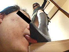 ダメ店員の家に乗りこみブーツを舐めさせる美人店長