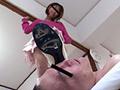 マッサージ嬢の踏み潰しに喜ぶ靴マニア