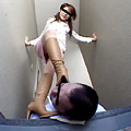 美人女教師の恐怖授業は駄目生徒をブーツで体罰
