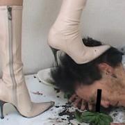 ダメ上司復讐の為愛ブーツで汚い顔を蹴り上げるOL