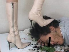 ダメ上司復讐の為2足の愛ブーツで汚い顔を蹴り上げる冷酷美人OL