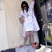 美人女医様の正体は患者をいじめる女王様でした 前編