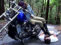 バイクとブーツで徹底的に懲らしめるバイカー女王様