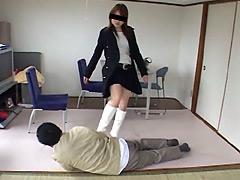 怒った専門学生が謝罪させる為強烈なブーツ蹴り炸裂