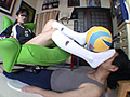美脚バレーボール選手の練習台