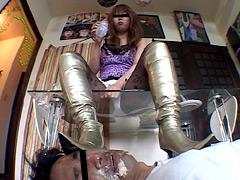 フードクラッシュとブーツ踏みで遊ぶキャバクラ女王様