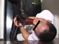 メイクのストレスを飼い犬にブーツを舐めさせ解消-2
