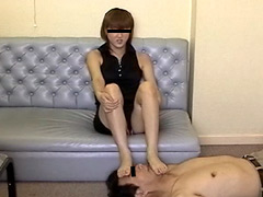 M男:新婚奥さん初めての足舐め踏み