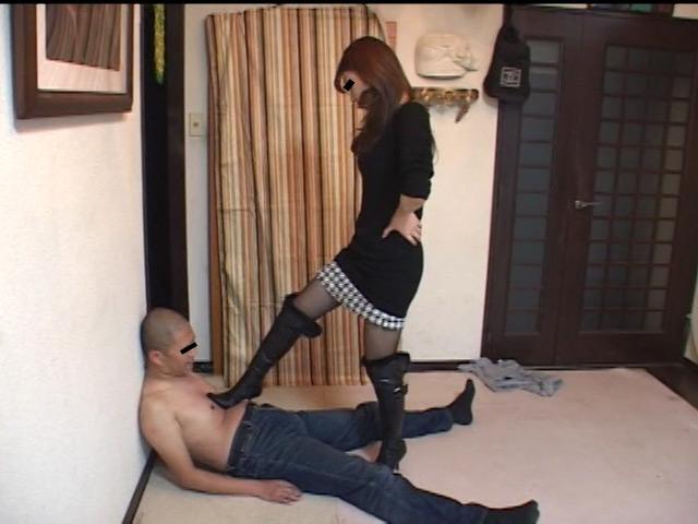 美人ホステスのブーツで蹴られ指導を受ける駄目ボーイ 画像 6