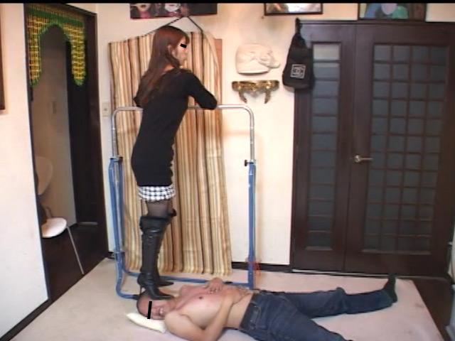 美人ホステスのブーツで蹴られ指導を受ける駄目ボーイ 画像 7