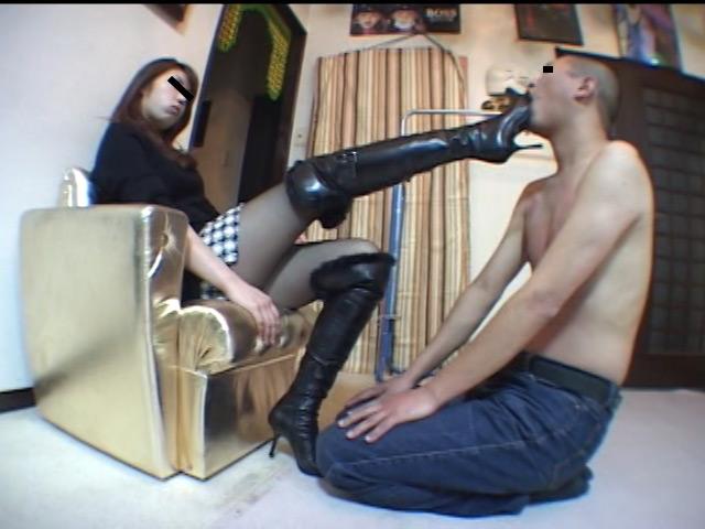 美人ホステスのブーツで蹴られ指導を受ける駄目ボーイ 画像 9
