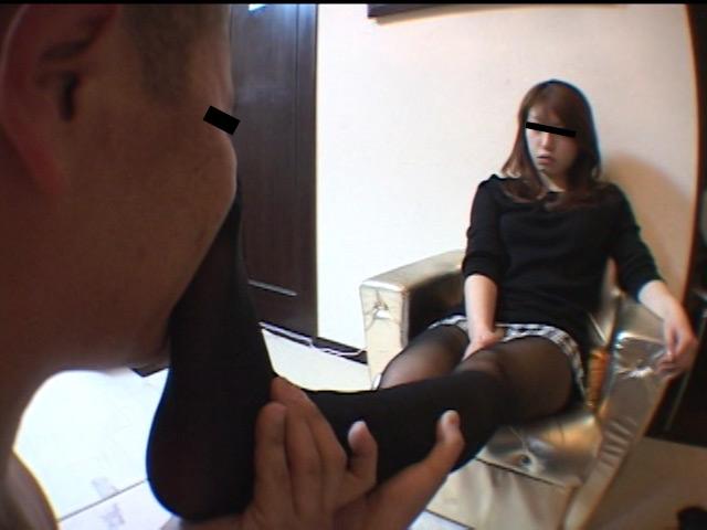 美人ホステスのブーツで蹴られ指導を受ける駄目ボーイ 画像 11