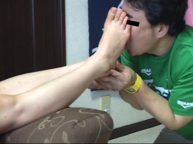 美味しいナマ足舐め尽し 其の7 26歳OLの超臭い25cmデカ足 の画像1