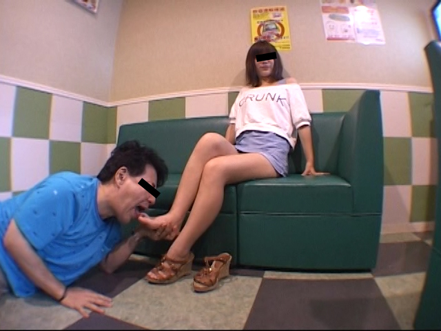 仕事後の足の汚れ舐め取り職人6 超くすぐったがりな調理師専門学生 の画像13