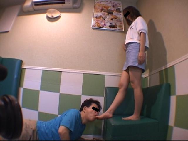 仕事後の足の汚れ舐め取り職人6 超くすぐったがりな調理師専門学生 の画像5