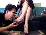 仕事後の足の汚れ舐め取り職人7