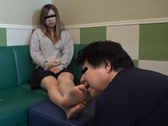 仕事後の足の汚れ舐め取り職人9