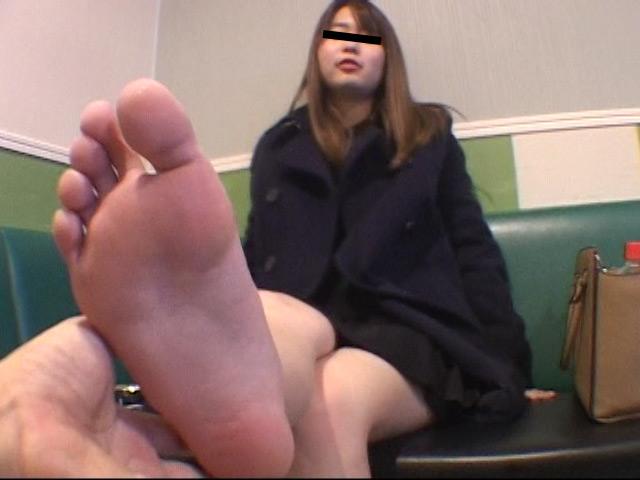 臭いパンスト&ナマ足舐め専門職1 中敷き汚れがシミついた女子大生足 の画像10