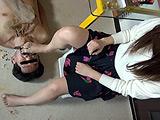 臭いストッキングとナマ足で食べ物を踏み食べさせてみた 【DUGA】