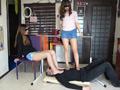 ベージュ&黒ストッキングで踏まれたり舐めさせられるのサムネイルエロ画像No.3