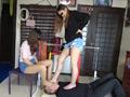 ベージュ&黒ストッキングで踏まれたり舐めさせられるのサムネイルエロ画像No.4