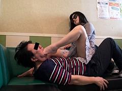 仕事帰り女性の汚れた足舐め専門職(5) 超美人秘書の酸っぱくて美味しい足先