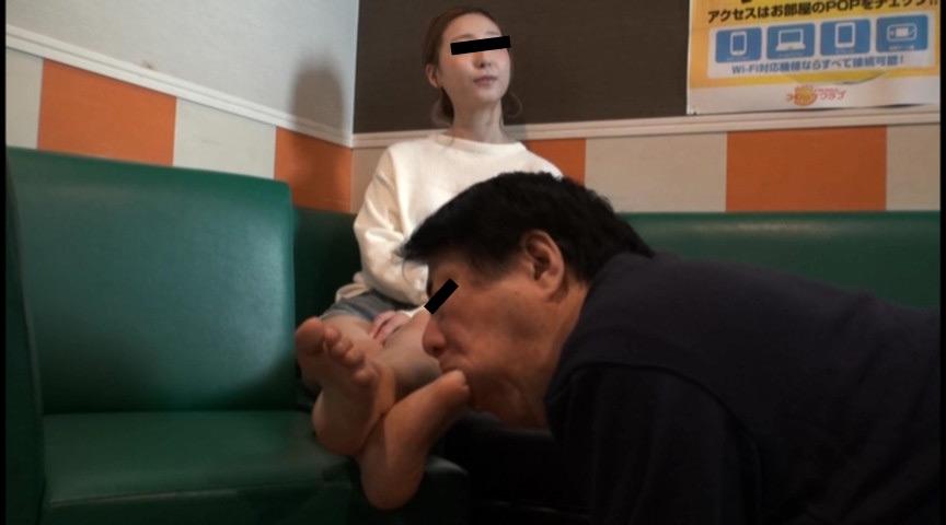 IdolLAB | hengenjizai-0422 ウエイトレス様の立ち仕事で蒸れたナマ足は最高のご褒美