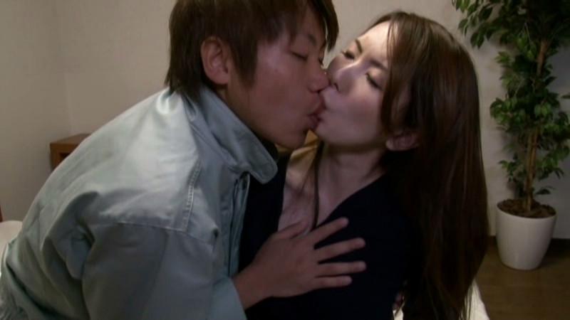 義父のねちっこい接吻のトリコになってしまった若妻