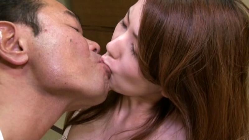 義父の○○接吻のトリコになってしまった若妻