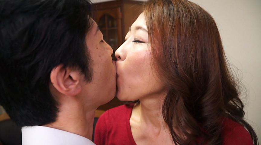 接吻家庭内相姦 男と女が接吻に狂い、肉欲に溺れる