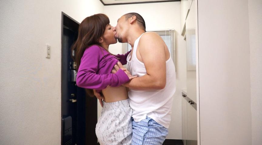 狂おしき接吻と情交 未亡人と中年男 かすみ果穂