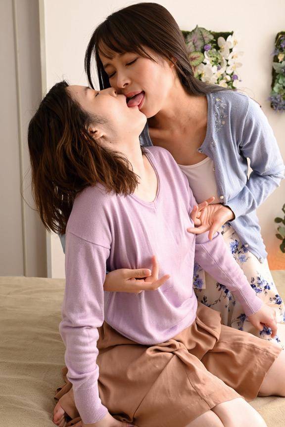 濃厚唾液まみれ大人の接吻レズビアン 画像 5