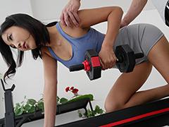 パーソナルトレーニングNTR 個人レッスンでトレーナーに恋堕ちした美人妻 水川スミレ