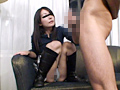 M脚パンチラを見せつけ手コキしてくれる女サムネイル4
