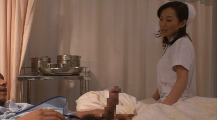 夜勤の熟女看護師にねだり猥褻