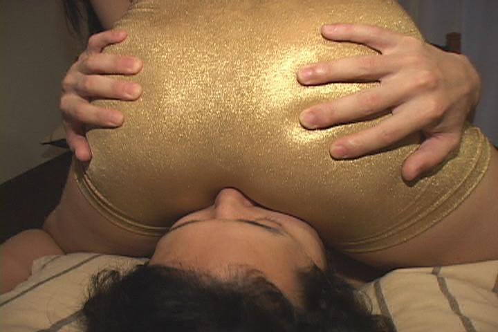 パツパツ巨尻をムチコスハラスメント 画像 15