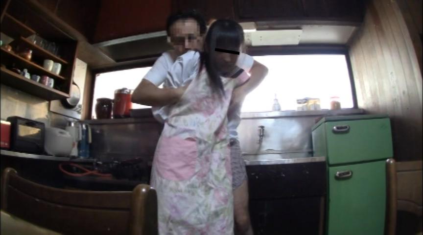 実父に犯され続けた娘たちの近親相姦映像 の画像15