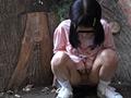 無毛少女のおしっこ放尿サムネイル3