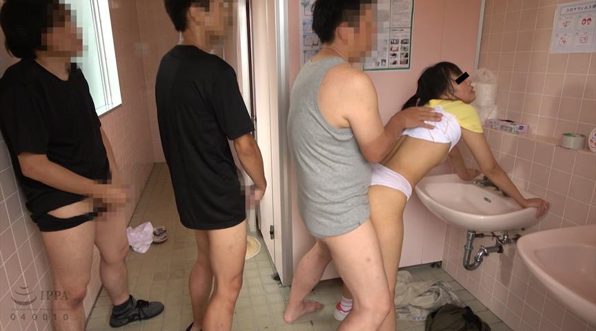 公衆トイレ美少女集団強姦映像 6枚目